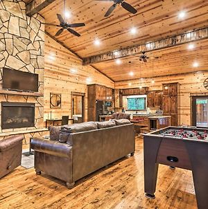 Dreamy Deluxe Cabin With Hot Tub & Outdoor Fireplace! photos Exterior