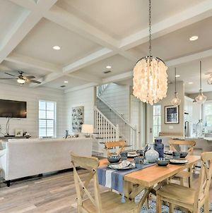 Bright Beach House With Pool Access And Walk To Beach! photos Exterior