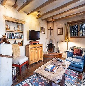 Cowboy On The Acequia, 2 Bedrooms, Fireplaces, Washer/Dryer, Sleeps 4 Vr photos Exterior