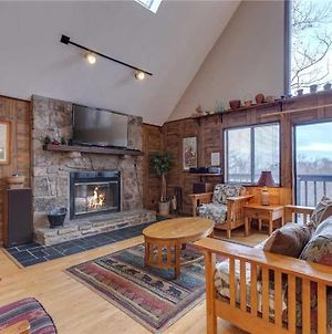 Honey Bee Cottage, 3 Bedroom, Pool Access, Grill, Fireplace, Wifi, Sleeps 8 photos Exterior