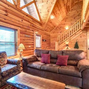 Natural Beauty, 2 Bedrooms, Sleeps 6, Hot Tub, Fireplace, Pool Table, Wifi photos Exterior