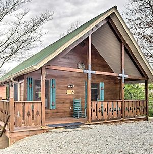 Quaint Sevierville Cabin With 2-Tier Deck And Hot Tub! photos Exterior