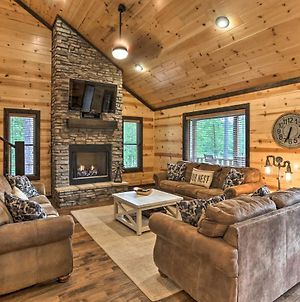 Luxe 'Family Ties' Home With Hot Tub, Fireplace photos Exterior