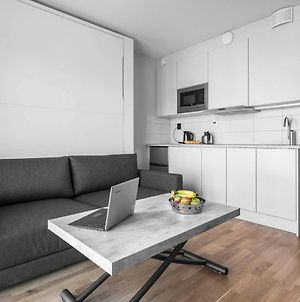Modern And Easy To Commute Studio In Lindigo photos Exterior