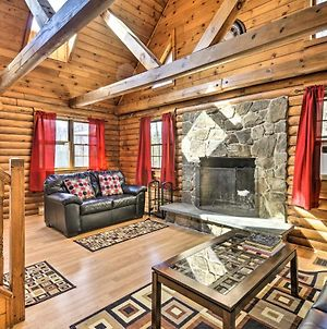 Secluded, Pet-Friendly Cabin With Deck & Fireplace! photos Exterior