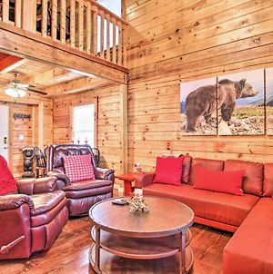 Cabin With Hot Tub & Game Room, Less Than 7 Mi To Main Strip! photos Exterior