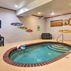Mountain Pool Lodge Sevierville Cabin With Hot Tub photos Exterior