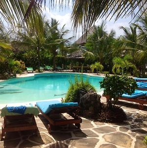 House With 3 Bedrooms In Watamu With Shared Pool Furnished Terrace And Wifi 100 M From The Beach photos Exterior