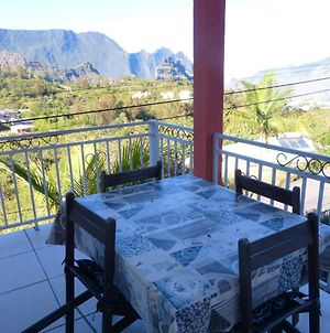 House With 2 Bedrooms In Cilaos With Wonderful Mountain View And Enclosed Garden 45 Km From The Beach photos Exterior