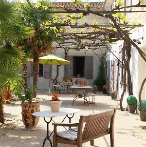 House With 2 Bedrooms In Saint Gilles With Shared Pool Enclosed Garden And Wifi 20 Km From The Beach photos Exterior