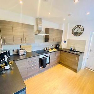 Cannock House ~ 4 Bedrooms All With Ensuite. photos Exterior