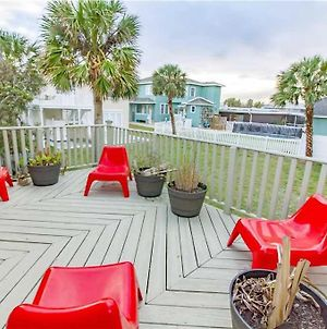 Sea Biscuit, 3 Bedrooms, Sleeps 6, Ocean View, Across From The Beach, Wifi photos Exterior