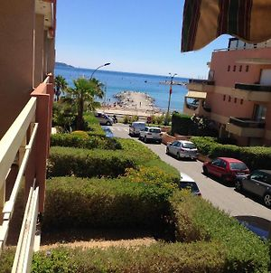 Apartment With One Bedroom In Cavalairesurmer With Wonderful Sea View And Furnished Balcony 50 M From The Beach photos Exterior