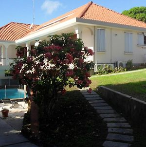Studio In Sainte Anne With Shared Pool Enclosed Garden And Wifi 5 Km From The Beach photos Exterior