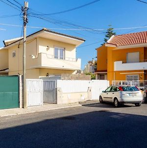 House With 2 Bedrooms In Parede, With Enclosed Garden And Wifi photos Exterior