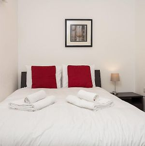 2 Bedroom Flat In Limehouse Sleeps 4 Guests photos Exterior