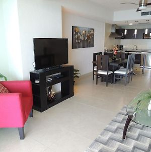 Newly Listed Ocean View 1 Bedroom photos Exterior