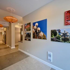 Beautiful 5 Star Apartment Minutes From City Centre, Vancouver Island Apartment 1001 photos Exterior