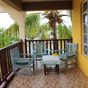 Apartment With 2 Bedrooms In Trou Aux Biches, With Furnished Balcony And Wifi - 1 Km From The Beach photos Exterior