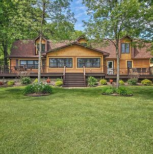 Large Home On Lake Edward With Deck And Fire Pit! photos Exterior