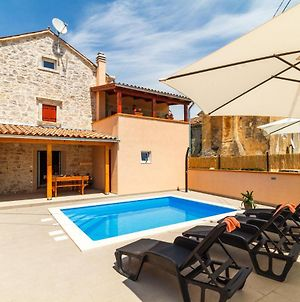 Holiday House Martin With Swimming Pool photos Exterior