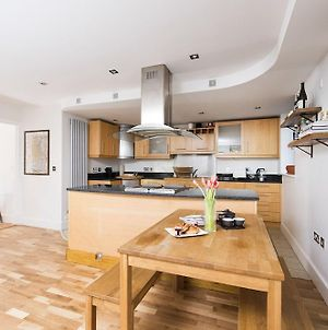 Peaceful & Modern 2Br Flat With Water Views photos Exterior