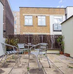 Spacious 4 Bedroom Home In East London photos Exterior