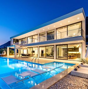 Luxury Villa For 8 With 20M Large Infinity Pool photos Exterior