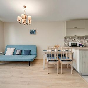 Bright And Newly Refurbished Apartment Near Center photos Exterior