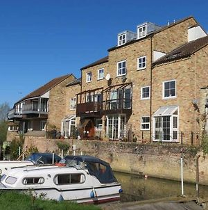 River Courtyard Apartment In The Heart Of Stneots photos Exterior