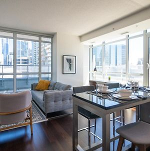 Upscale Condo In The Heart Of Downtown Toronto photos Exterior