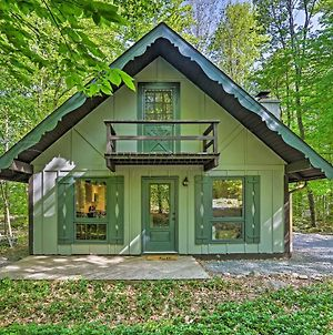 Lovely Pocono Cabin With Deck Near Lake Naomi! photos Exterior