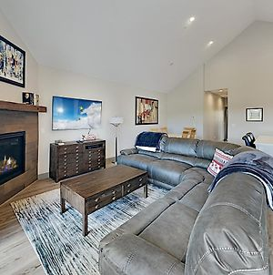 Brand-New Townhome W/ Private Balcony & Fireplace Townhouse photos Exterior