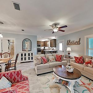 Stylish Beach Cottage W/ 2 Pools & Screened Deck Cottage photos Exterior