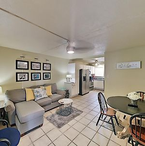 Lovely Canal-Front Condo With Pools & Boat Slip Condo photos Exterior