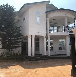Accra Exclusive 4 Bedroom House Near Airport & Accra Mall photos Exterior