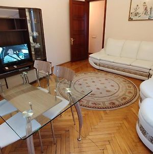 One Bedroom 29 Khreshchatyk Str Arena City photos Exterior