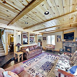 Amenity-Rich Tahoe Donner Home With Gas Fireplace Home photos Exterior