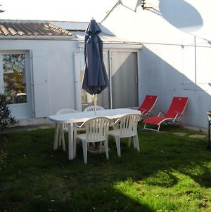 House With 2 Bedrooms In La Couarde Sur Mer With Enclosed Garden And Wifi 500 M From The Beach photos Exterior