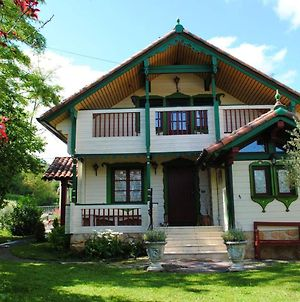 Chalet With 4 Bedrooms In Sabando With Wonderful Mountain View Enclosed Garden And Wifi photos Exterior
