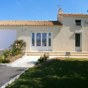 Holiday Home Rue De Tharon photos Exterior