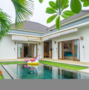 Villa With 3 Bedrooms In Kabupaten Badung With Private Pool Enclosed Garden And Wifi 3 Km From The Beach photos Exterior