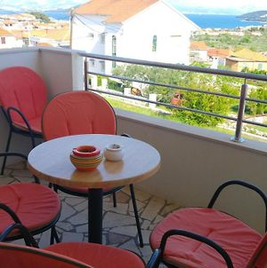 Apartment With 3 Bedrooms In Slatine With Wonderful Sea View Furnished Garden And Wifi 300 M From The Beach photos Exterior