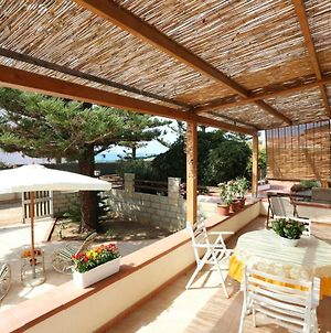 House With 2 Bedrooms In Punta Braccetto With Furnished Terrace 500 M From The Beach photos Exterior