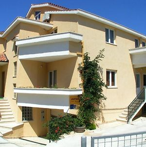 Apartment With One Bedroom In Okrug Gornji With Enclosed Garden And Wifi 60 M From The Beach photos Exterior