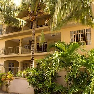 Apartment With One Bedroom In Trou-Aux-Biches, With Shared Pool, Furnished Terrace And Wifi - 1 Km From The Beach photos Exterior