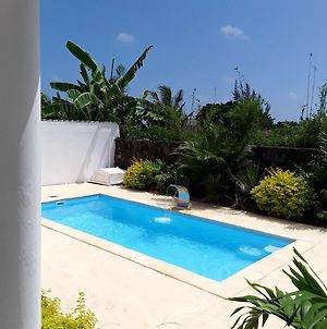 Villa With 3 Bedrooms In Calodyne With Wonderful Sea View Private Pool Enclosed Garden 200 M From The Beach photos Exterior