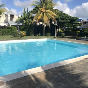 Studio In Grand Baie With Shared Pool Furnished Terrace And Wifi 100 M From The Beach photos Exterior