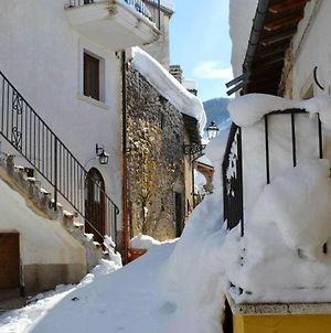 House With 2 Bedrooms In Rocca Pia With Wonderful Mountain View 18 Km From The Slopes photos Exterior