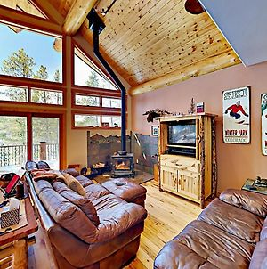 The Treehouse: 2 Living Areas & Private Hot Tub Home photos Exterior
